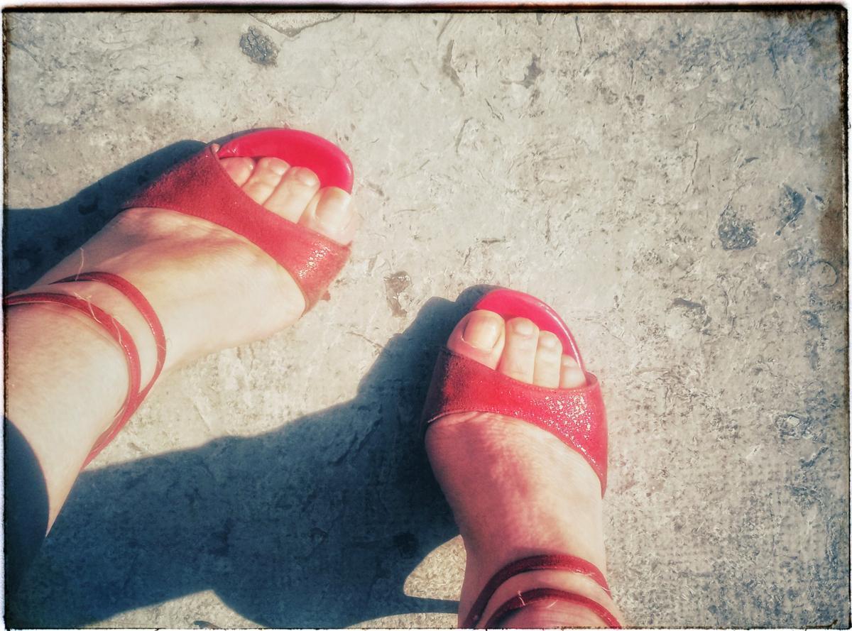 Frauen und ihre Schuhe . ATango blog